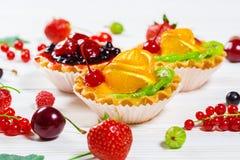 Owoc tort na drewnianym tle Zdjęcie Stock