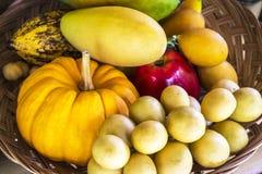 Owoc w koszu Fotografia Royalty Free
