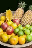 Owoc w odrewniałej tacy Zdjęcia Stock