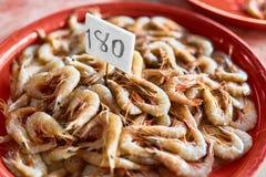 Owoce morza Świeże Złapane garnele Przy rolnika rynkiem (krewetki) uzdrowiciel zdjęcie royalty free