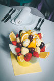 Owocowa bukiet dekoracja na łomota stole Fotografia Stock