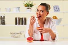 Owocowa gronowa łasowanie przekąski zdrowie zdrowej diety lunchu ciężaru strata Obrazy Royalty Free