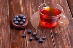 Owocowa herbata z tortowymi czarnych jagod jagodami Obraz Stock