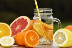 Owocowa lemoniada w słoju zdjęcia royalty free