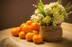 Owocowa pomarańcze i kwiat obraz stock