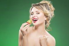 Owocowe kiwi serie Zmysłowy i Seksowny Nagi Kaukaski model Zdjęcia Stock