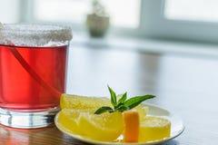 Owocowego napoju i owoc cukierek od cytryny obraz royalty free