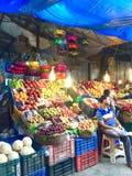 Owocowi kramy w Crawford rynku, Mumbai, India zdjęcie stock