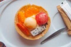 Owocowi tartlets - arbuz, kantalup, pomarańcze zdjęcie royalty free