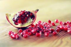 Owocowy świeży czerwony granatowiec Zdjęcia Royalty Free