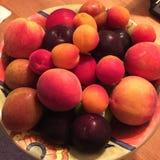 owocowy czerwono granatowiec zawartość nasion lato zdjęcia royalty free