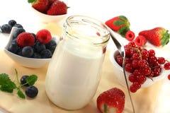 owocowy jogurt obrazy royalty free