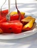 Owocowy koktajl na talerzu w restauraci Obrazy Stock