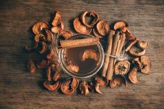 Owocowy kompot stewed owocowego napój na kuchennym stole, odgórnego widoku fotografia zdjęcia stock