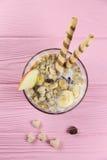 Owocowy muesli w pucharze zdjęcie stock