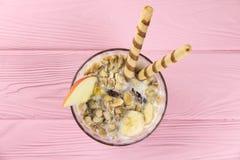 Owocowy muesli w pucharze Zdjęcie Royalty Free