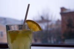 Owocowy napój na nadokiennym bacground Zdjęcie Stock