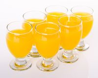 Owocowy napój w szkłach na bielu zdjęcie stock