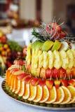 Owocowy skład z jabłkami, ananasy, winogrona Pojęcie o Obraz Stock