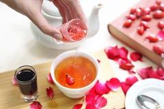 Owocowy sok, rozgrzewkowy dodatek gorąca herbata zdjęcie royalty free