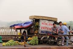 Owocowy sprzedawca w Hanoi Wietnam Zdjęcie Stock