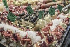 Owocowy stojak przy sklepem spożywczym Obraz Royalty Free