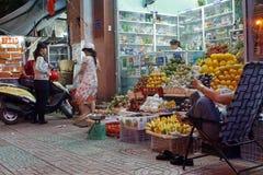 Owocowy stojak w Nha Trang obraz royalty free