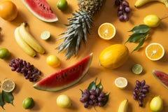 owocowy t?o pokrojone ananas w p?? obraz royalty free
