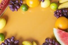 owocowy t?o pokrojone ananas w p?? obrazy royalty free