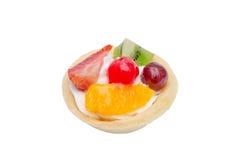 Owocowy tarta nad bielem Zdjęcia Royalty Free
