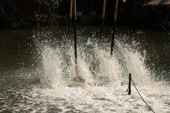 Oxígeno del terraplén del aerador en el agua Imagen de archivo libre de regalías