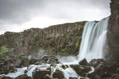 Oxararfoss瀑布在Pingvellir或Thingvellir国家公园 库存照片