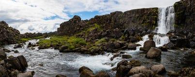 Oxararfoss vattenfall i den Thingvellir nationalparken Arkivbilder