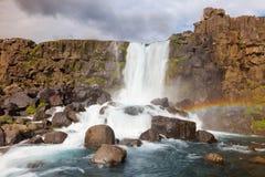 Oxararfoss vattenfall i den Thingvellir nationalparken i Island Royaltyfri Bild