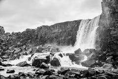 Oxararfosswaterval in het Nationale Park van Pingvellir of van Thingvellir Stock Afbeelding