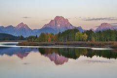 Oxbow Schlaufe und Tetons am Sonnenaufgang Lizenzfreies Stockfoto