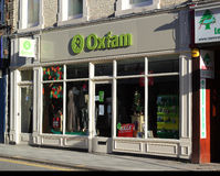 Oxfam charity shop. An Oxfam charity shop in Bedford, UK. Oxfam is an international confederation of seventeen organisations which aim to offer solutions for Stock Photo