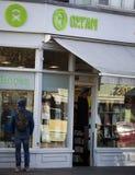 Oxfam välgörenhet shoppar i London Royaltyfria Foton