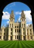 Oxford England allt andahögskolaOxford universitet Arkivfoton