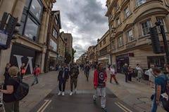 OXFORD, INGHILTERRA - 15 luglio 2017 - turisti nella città una dell'università più del visitato di nel mondo Fotografie Stock Libere da Diritti