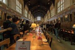 OXFORD, INGLATERRA - 15 de julio de 2017 - turistas en la ciudad una de la universidad de visitado más en el mundo Fotos de archivo