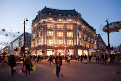 Oxford-Straße in London bei Sonnenuntergang Lizenzfreie Stockbilder
