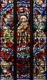 OXFORD, VEREINIGTES KÖNIGREICH - 22. AUGUST: Buntglas, das St Michael darstellen und Engel, die den Drachen kämpfen. Christus-Kirc lizenzfreie stockfotografie
