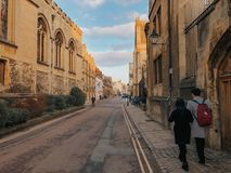 Oxford, Vereinigtes Königreich: Fotografie von den Paaren, die durch die Straßen von Oxford schlendern stockfoto