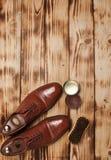 Oxfords skenborstar och vax vax Tjurskor Fingerpolermedel G arkivbilder