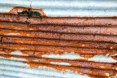oxidação de aço galvanizada e corrosão da cerca imagens de stock