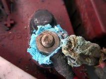 oxidação e de cair e de damege dos resíduos bateria fotografia de stock royalty free