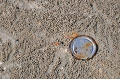 A oxidação pode na praia Fotos de Stock