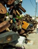 Oxidados viejos grandes abren el candado Imagenes de archivo