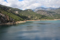Oymapinar Baraji - зеленое озеро Стоковое фото RF